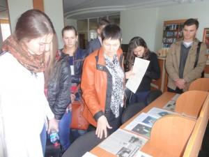 Студенти знайомляться з цікавими фактами з життя полтавчан. Виставка «До слави Полтави причетні…»